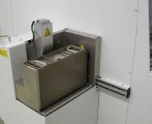 In die Maschine integrierter Magazinlift